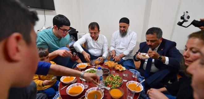 Ekrem İmamoğlu sebze halinde tanıştığı gencin evinde iftar açtı