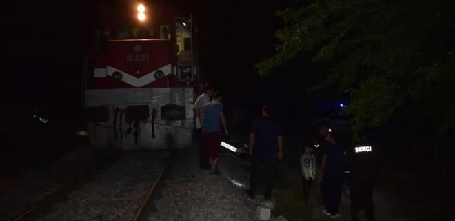 Malatya'da yolcu treni otomobile çaptı