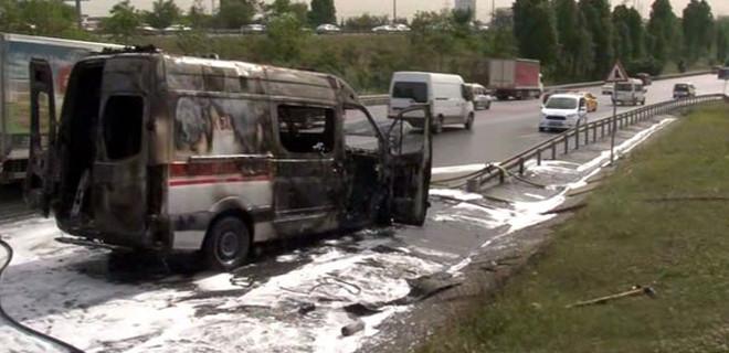 TEM'de ambulans yangını!