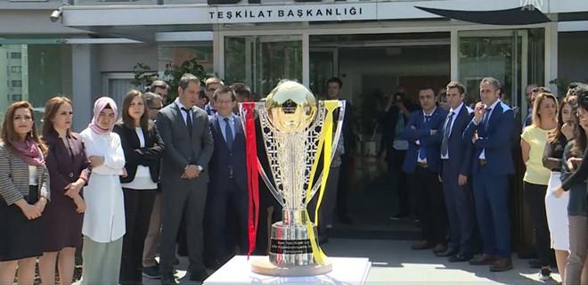 Galatasaray'ın şampiyonluk kupası İstanbul'a gönderildi