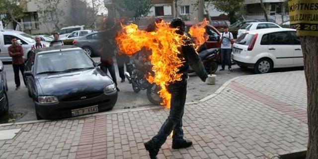 Sokak ortasında kendini yaktı