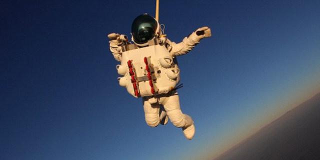 Google'un patronundan uzaydan atlayış rekoru