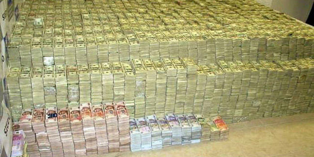 Baskında milyarlarca dolar yakalandı