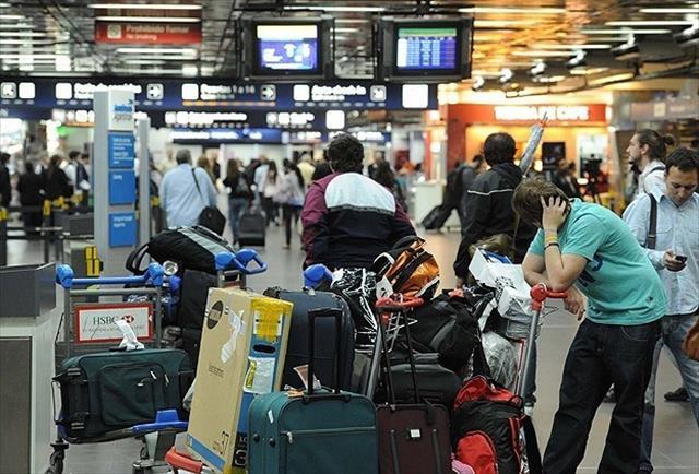 Havaalanlarında yolcu akını
