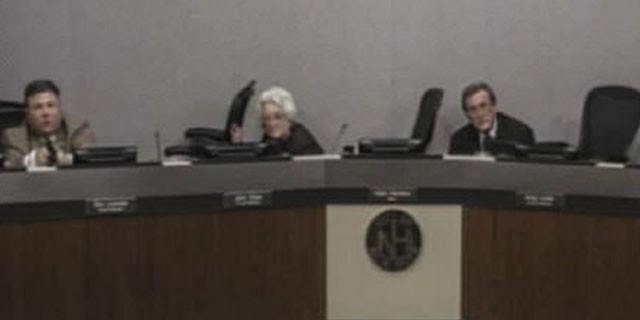 Belediye meclis salonunda kanlı çatışma