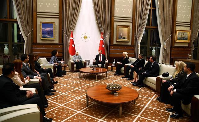 Erdoğan sanatçıları kabul etti
