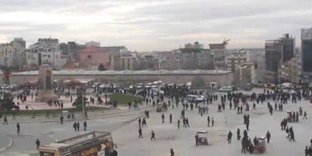 Taksim Meydanı'nda polis noktasına silahlı saldırı