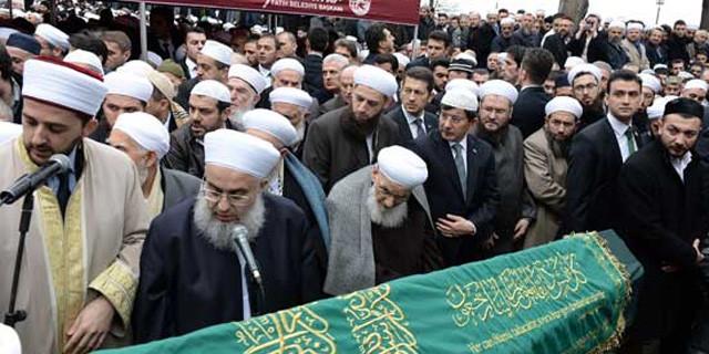 Davutoğlu Fatih Camii'nde o cenazeye katıldı