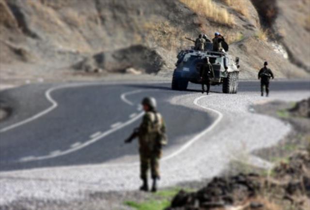 Uludere'de bir asker ağır yaralandı