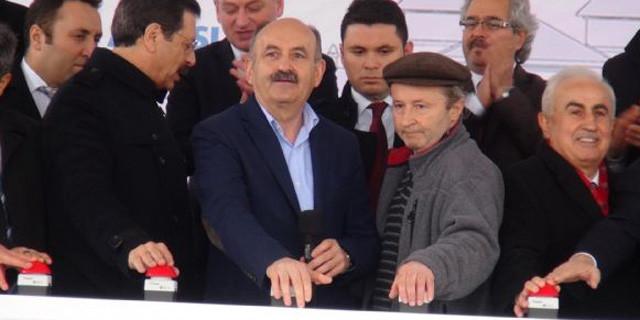 Bakan Müezzinoğlu'nun programında benzinli eylem