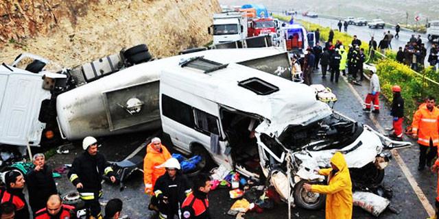 Şanlıurfa'da zincirleme kaza: 12 ölü