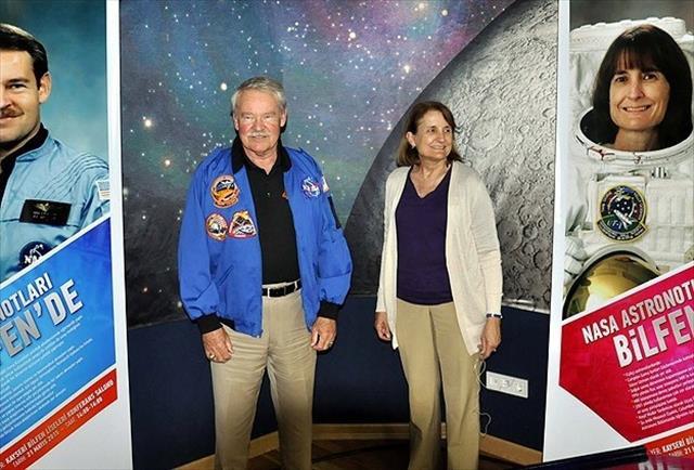 ABD'li astronotlar Kayser'de öğrencilerle buluştu