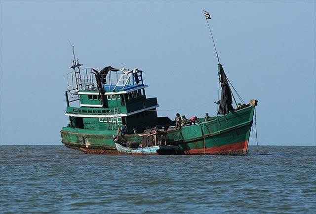 Tayland göçmen teknelerine yardımı reddetti