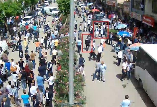 Siirt'te AK Parti'lilere yapılan saldırı kameralara yansıdı