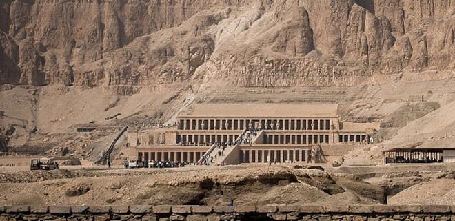 Kadın firavunun tapınağı hayrete düşürüyor!