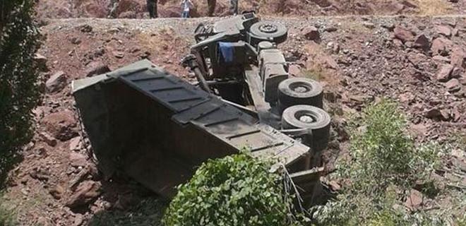Hakkari'de askeri araç kaza yaptı: 1 şehit