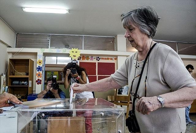Yunanistan'da 'Hayır' oyları önde