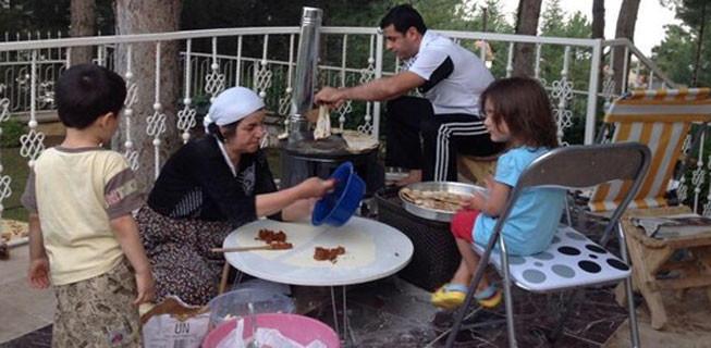 Selahattin Demirtaş'tan sac başında gözleme