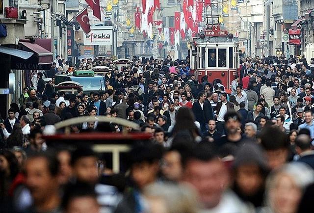 Türkiye'de her 10 kişiden 3'ü doğduğu ilden farklı bir ilde yaşıyor.