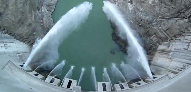 Türkiye'nin en yüksek barajında rekor