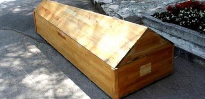 'Öldü' denilen kadın kendi cenazesinde uyandı!