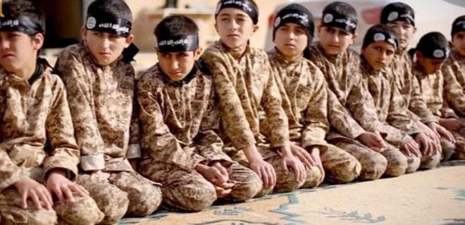 IŞİD, annesinin kafasını kesmesi için 4 yaşındaki çocuğu eğitti