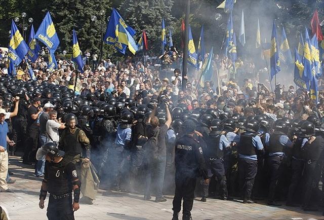 Ukrayna'da 'özerklik' eylemi: 1 ölü, 122 yaralı