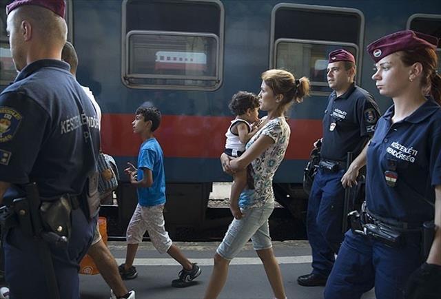 Budapeşte Doğu Tren İstasyonu göçmenlere yeniden açıldı