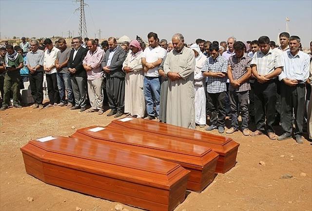 Minik Aylan Kobani'de toprağa verildi