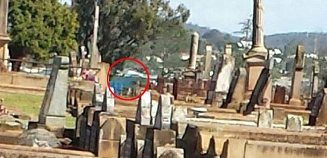 Bu mezarlıkta garip şeyler oluyor!