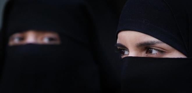 Hollanda'da burka yasağı yolda