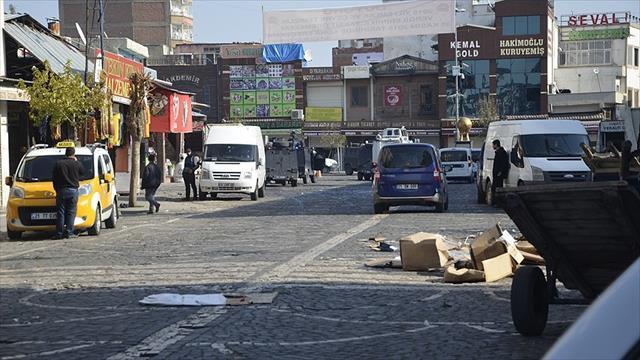 Diyarbakır'da müfettişler terör saldırısı incelemelerini sürdürüyor