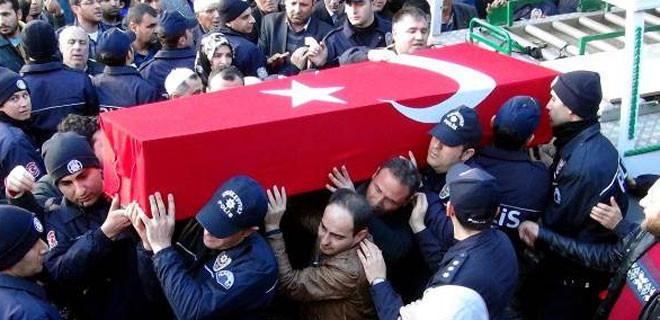Kılıçdaroğlu'nun çelengini yere attılar