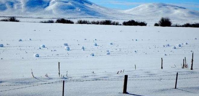 Gökten kar değil resmen kartopu yağdı!