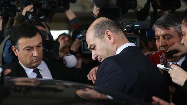 Bakan Soylu Erdoğan'a hakaret içeren sloganlar atıldığı için salonu terk etti