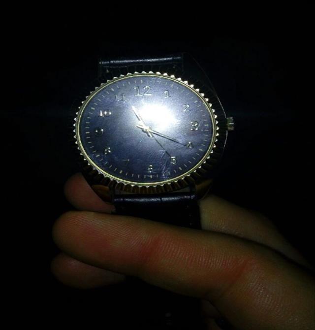 Hırsız çaldığı kol saatini takınca yakalandı