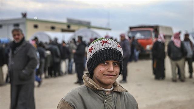 Es-Selame çadır kentindeki Suriyeliler Türkiye'nin yardımlarıyla ayakta kalmaya çalışıyor