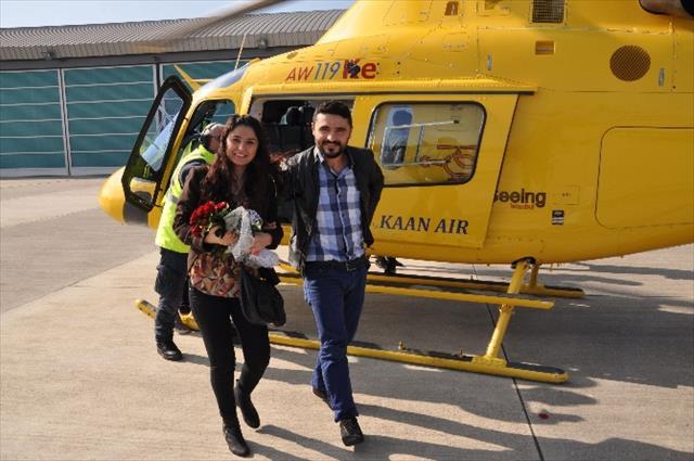 Kız arkadaşına helikoterde evlenme teklifi etti