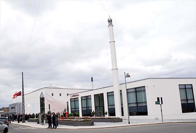 Avrupa'da camiler hedef oluyor
