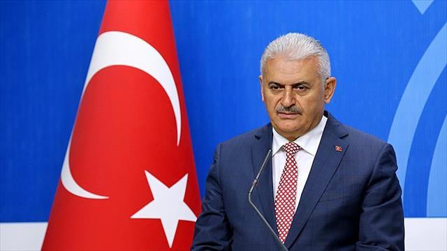Başbakan Yıldırım, Galatasaray Kulüp Başkanı Özbek'i kutladı