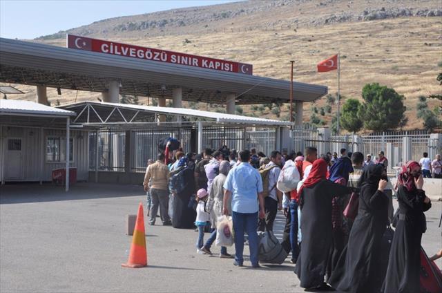 Suriyeliler şimdiden yollara döküldü