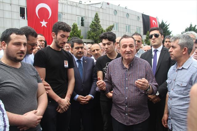 Yüzlerce taksici Atatürk Havalimanı'nda