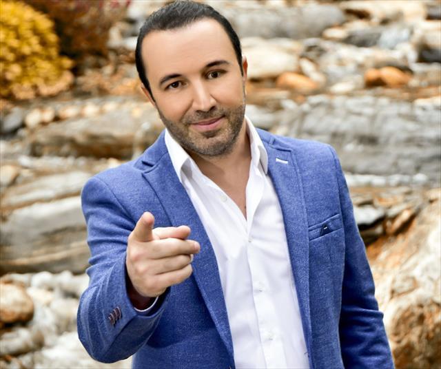 """Genç sanatçı """"Seninleyiz, Yanındayız Tayyip Erdoğan"""" dedi"""