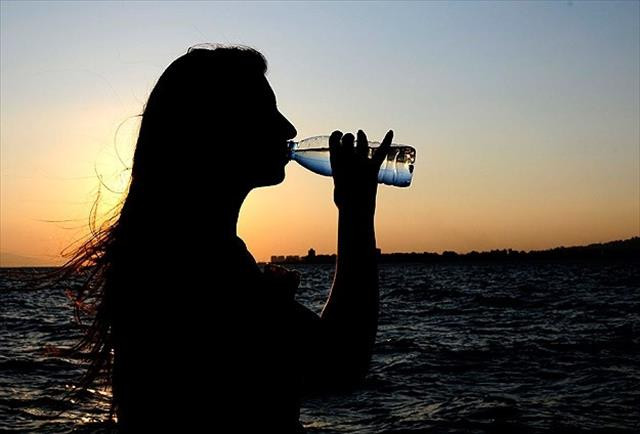 Susama hissi oluşmasa dahi su içilmeli