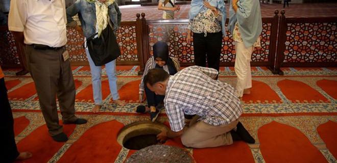 Süleymaniye'de şaşkına çeviren delik!