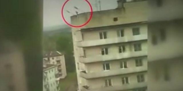 Hırsız 9.kattan böyle yere çakıldı
