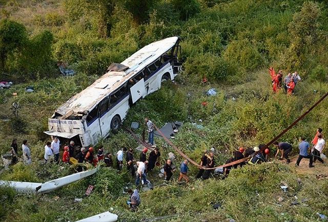Uludağ yolunda otobüs devrildi