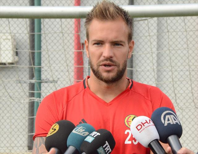 Muslera Galatasaray kalecisi, ben ise Eskişehirspor'dayım