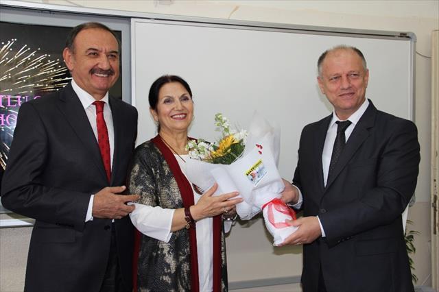 Türkiye'nin ilk kadın teknik öğretmeni emekli oldu