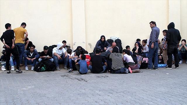 Yunanistan'da sığınmacıların dramı bitmiyor